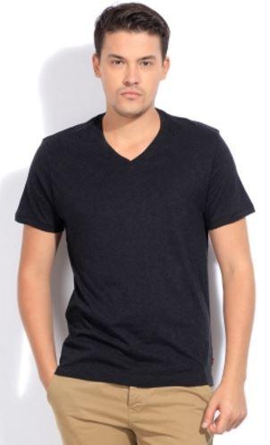 Levi's Solid Men's V-neck T-Shirt @ Rs 629
