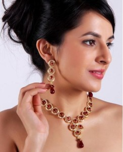 Sharnam Art Gold lacquered necklace with maroon beads decorated with sparkling stones For Women